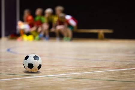 Niños en una clase de fútbol