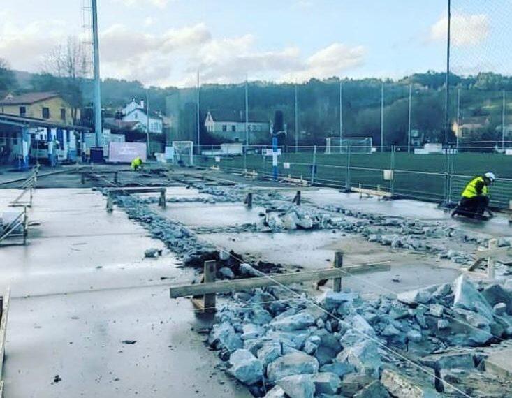 Iniciadas as obras de construcción das gradas do campo de fútbol da Gándara en Pontedeume.