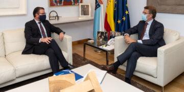 O titular do Goberno galego, Alberto Núñez Feijóo, reúnese co alcalde de Ferrol, Ángel Mato. Santiago de Compostela, 20/10/2020.