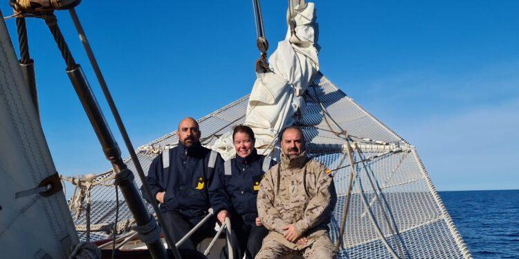 Antonio, Rebeca e Adolfo, nunha recente travesía polo Atlántico sur a bordo de Elcano.