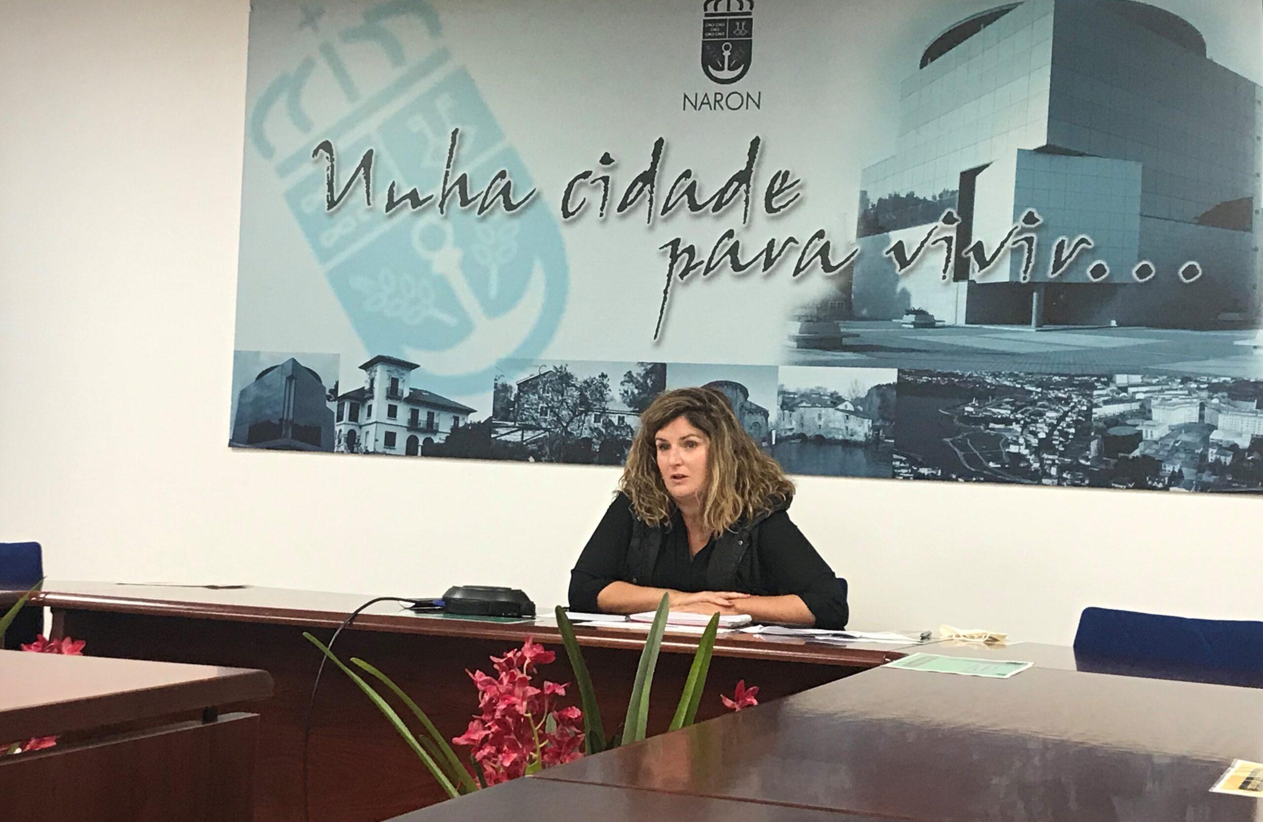 La alcaldesa de Narón durante la telereunión con el responsable de Sanidade