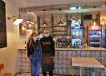 Rebeca y Óscar en su local ubicado en el Crucero de Canido, una de las zonas más de moda de Ferrol