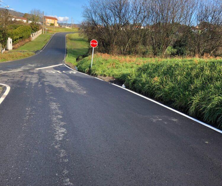 El vial cuenta con nuevo asfaltado y señalización