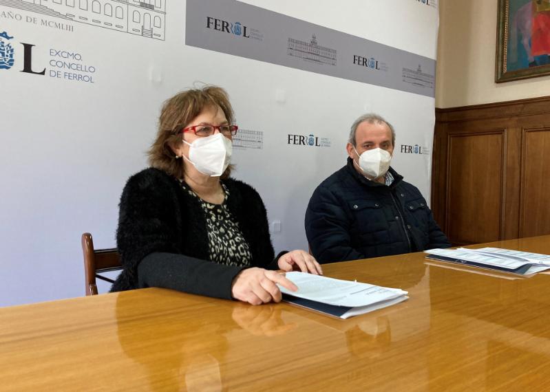 La concejala, María Teresa Deus, y el médico, Carlos Piñeiro