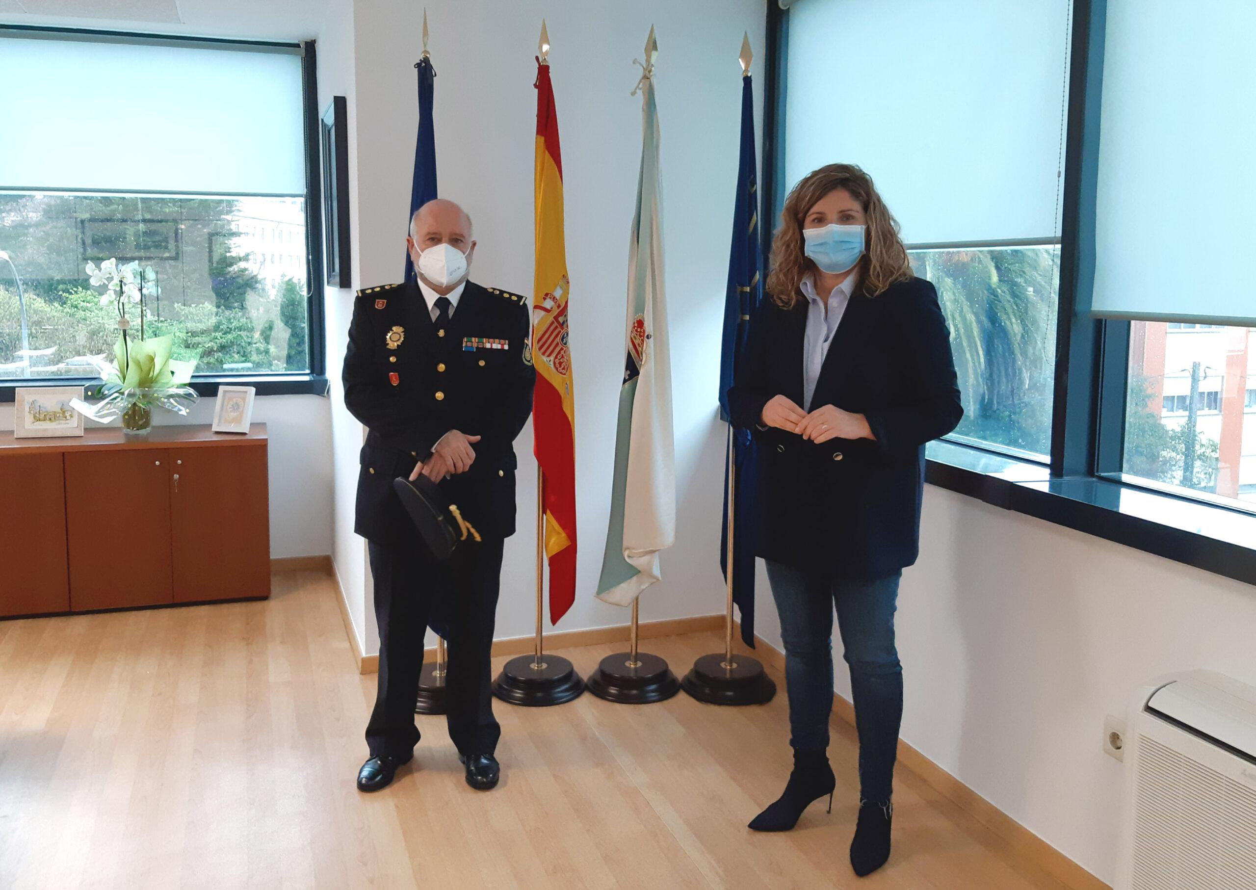 La alcaldesa de Narón, Marían Ferreiro, presidió la recepción al nuevo comisario