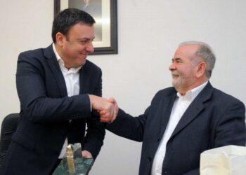 El presidente de la Diputación, Valentín González, y el alcalde de Monfero, Andrés Feal
