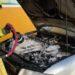 Los bomberos aplicaron una espuma al motor para evitar la reignición del fuego