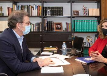 El presidente de la Xunta, Alberto Núñez Feijóo, se reunió con la alcaldesa de Narón, María Ferreiro, en su despacho de San Caetano.