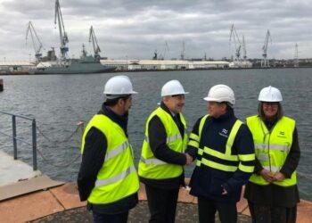 Pilar López-Rioboo, a la izquierda, durante una visita a los astilleros de Ferrol