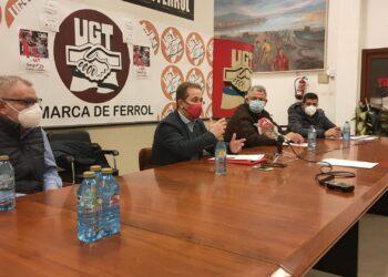 Pedro Hojas, durante su reunión con los delegados de la industria comarcal