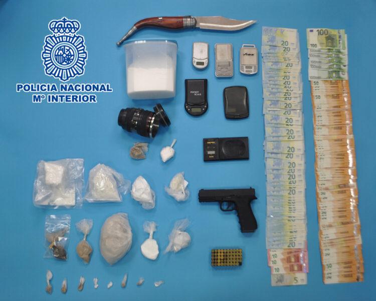 Parte del material incautado por la Policía Nacional