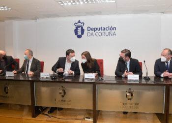 Los alcaldes de las tres ciudades firmaron esta mañana sendos convenios en la sede de la Diputación