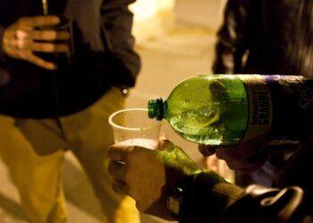 Cerca de una docena de denuncias se impusieron a jóvenes por reunirse con más de 4 no convivientes y beber sin mascarilla