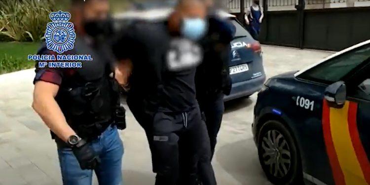 Momento de la detención del presunto autor del disparo en la capital malagueña