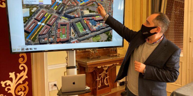 El edil socialista Germán Costoya durante la presentación del proyecto