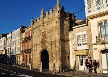 La puerta de Carlos V se iluminará a partir del jueves 1 de abril