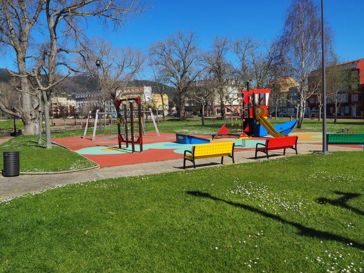 Uno de los proyectos pretende cubrir la zona de juegos del parque de San Isidro