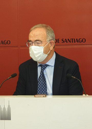 El alcalde de Santiago en rueda de prensa.