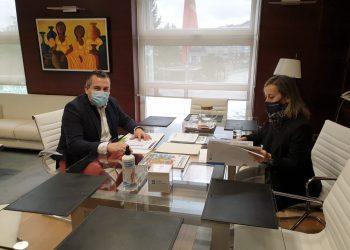Pablo Lago y Ethel Vázquez durante la reunión   CONCELLO DE BRIÓN
