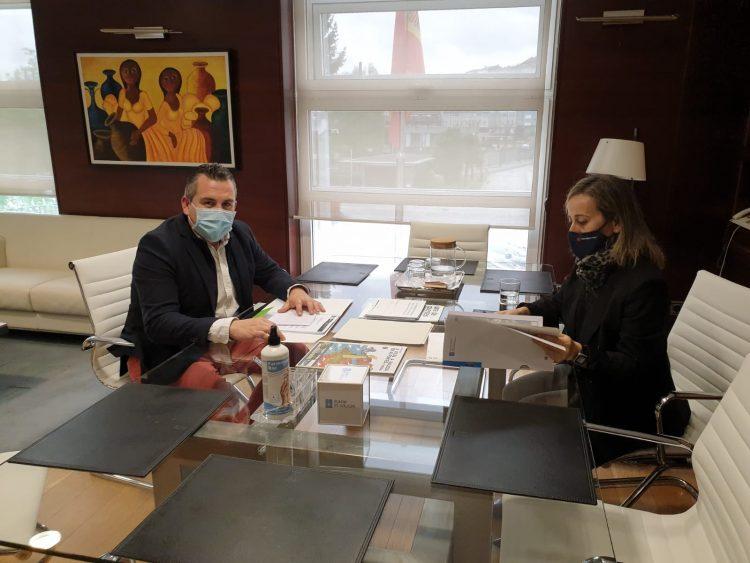 Pablo Lago y Ethel Vázquez durante la reunión | CONCELLO DE BRIÓN