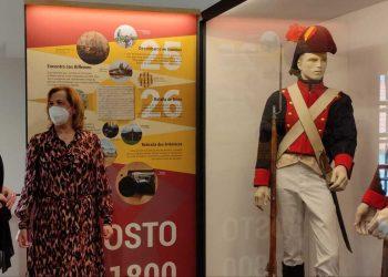 Uno de los bloques de la exposición está dedicado a los uniformes y vestimentas