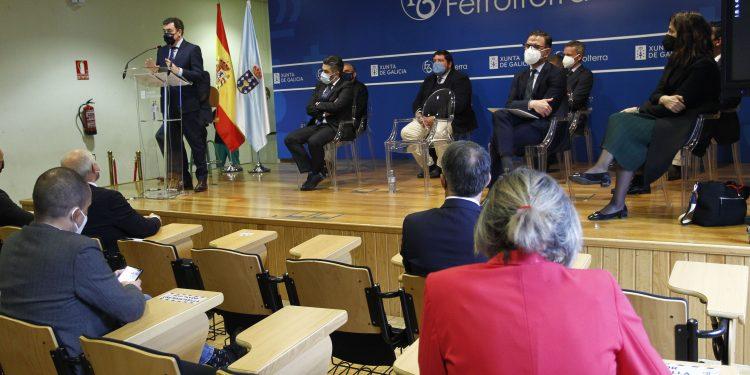 Representantes de la Universidad, el empresariado y la administración pública durante el encuentro en el CIFP Ferrolterra
