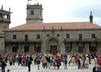 Turistas en la plaza del Obradoiro, en una imagen de archivo   TURISMO SANTIAGO
