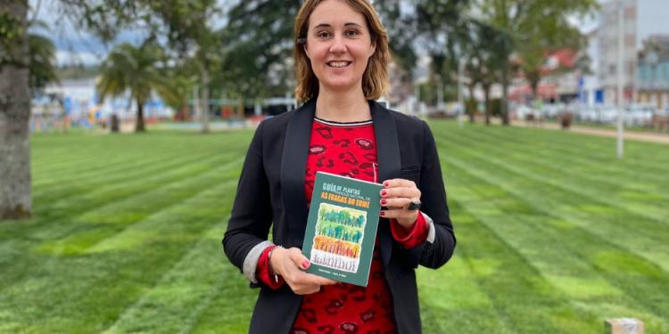 La edil pontesa Elena Lopez presentó la nueva guía divulgativa