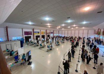 Vacunación masiva en el recinto ferial de Punta Arnela