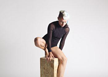La ourensana Paula Quintas es bailarina, alambrista circense y coreógrafa visual