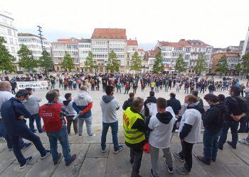 La jornada de huelga finalizó por la tarde con una concentración en la plaza de Armas