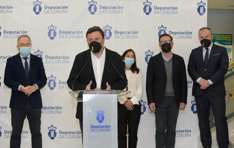 El presidente de la Diputación y los alcaldes de los tres grandes concellos se reunieron hoy en Santiago