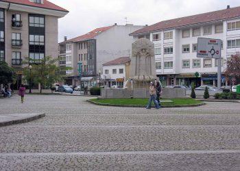 Plaza de la Mahía, en Bertamiráns (Concello de Ames).