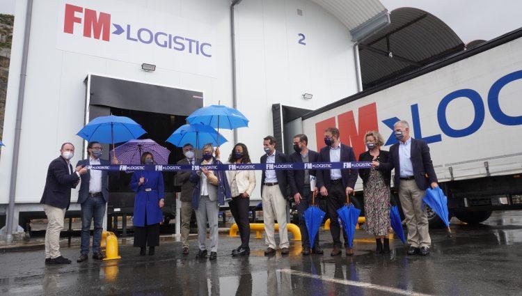 Acto de inauguración de la nueva planta logística en Caneliñas