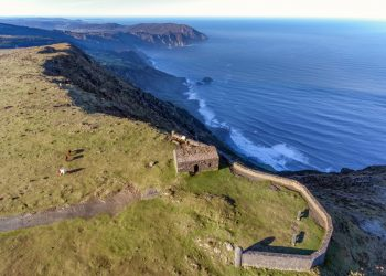 Los acantilados de Vixía de Herbeira son los acantilados con mayor cota sobre el nivel de mar de la Europa continental