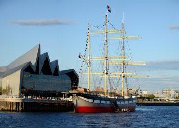 El bucle escuela Galatea atracado en Glasgow.
