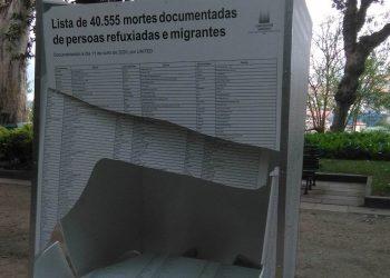 Uno de los paneles destrozados en la Alameda   CONCELLO DE SANTIAGO