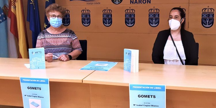 """La concejala de Educación y Bibliotecas, Mercedes Taibo, y la autora del libro, Sabela Cagiao, anunciaron hoy en el Ayuntamiento el acto de presentación al público de """"Gomets"""""""