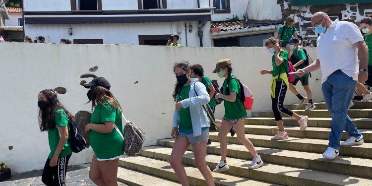 El alcalde de Valdoviño, Alberto González, llega a San Andrés con alumnos de sexto