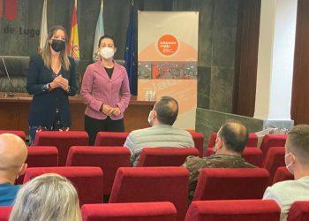 La alcaldesa y la concejala de igualdad en la inauguración del curso. | CONCELLO DE LUGO