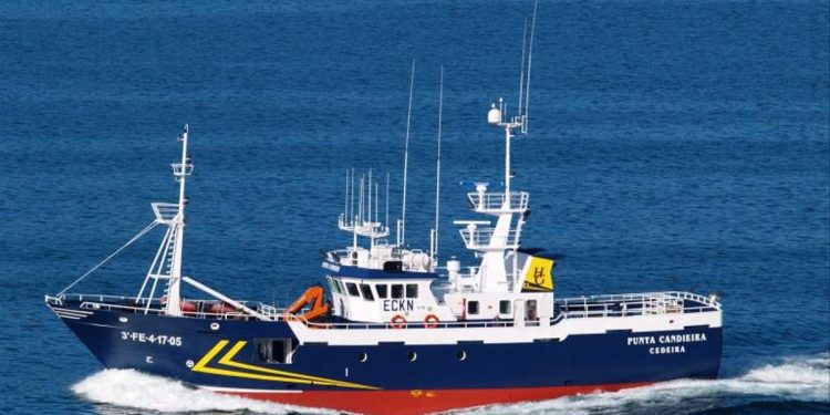 "Imagen del pesquero ""Punta Candieira"", con base en el puerto de Cedeira"
