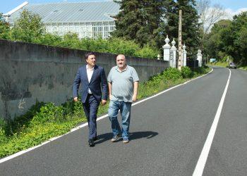El presidente provincial, Valentín González Formoso, junto al alcalde de Ares, Julio Iglesias