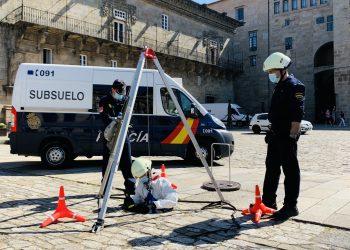 Efectivos inspeccionan el subsuelo | POLICÍA NACIONAL