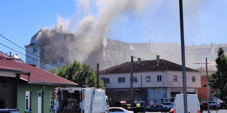 Un incendio originado en una vivienda de Sigüeiro el 4 de junio | SOCIAL DRIVE