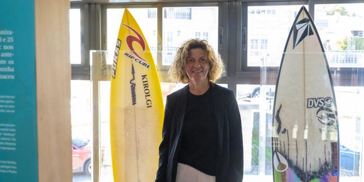 Rosana Garcia, edil de turismo de Valdoviño, en el Océano Surf Museo