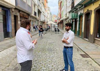 El edil de Urbanismo, Julián Reina, en una visita a la calle Pardo Bajo