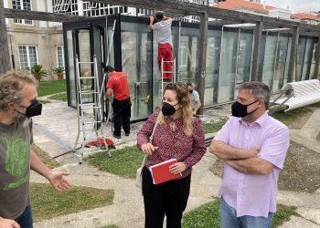 La edil de Obras, Ana Lamas, visitó esta mañana las instalaciones junto al presidente de la Junta General de Cofradías, César Carreño