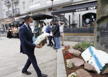 El alcalde de Ferrol, Ángel Mato, en la ofrenda floral por el Día de Galicia   CONCELLO DE FERROL