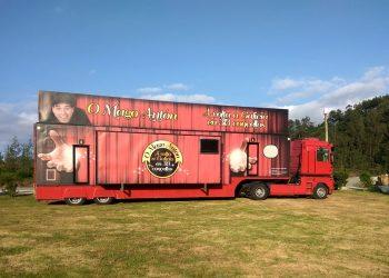 Fotografía del camión del Mago Antón y su gira por Galicia