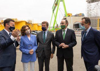 Los presidentes de las tres compañías, la Ministra María Jesús Montero y el presidente de la Xunta, durante el acto de esta mañana en Fene